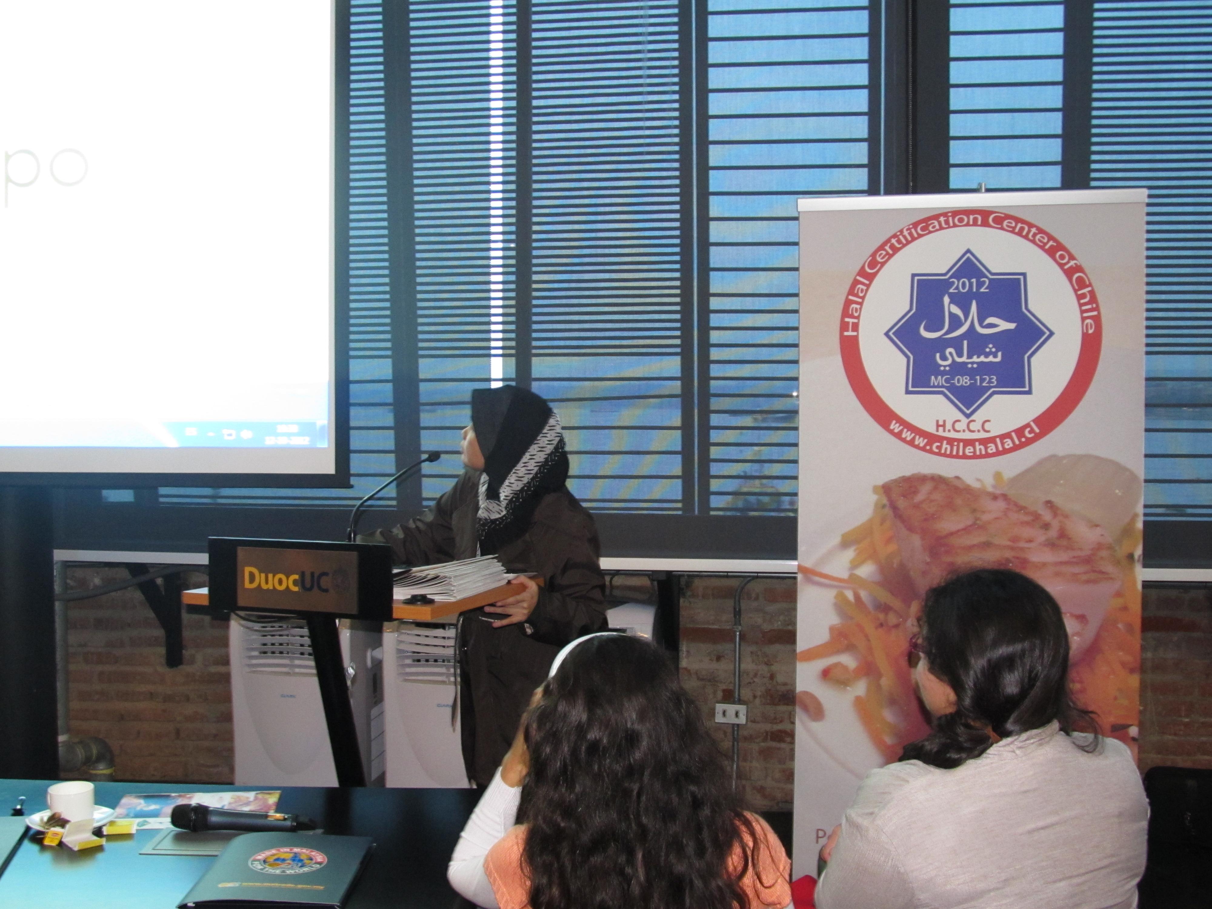 Dr. Faridah Hj. Hassan, de la Facultad de Business Management de la Universiti Teknologi MARA de Malasia, hace una charla en la HalalExpoChile 2012