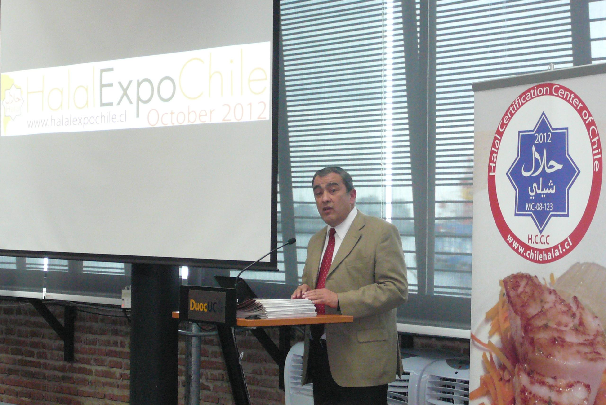 Una charla sobre Banca islámica y mercado halal a cargo del Luis Espinoza Brito, jefe de la carrera de Ingeniería Industrial de la Universidad de Playa Ancha.